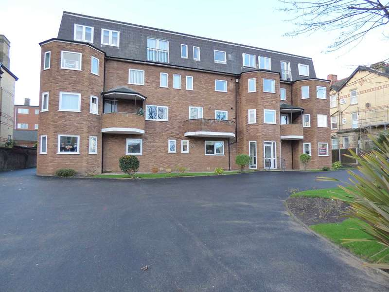 2 Bedrooms Apartment Flat for sale in Princes Court, 356 Clifton Drive North, St Annes.