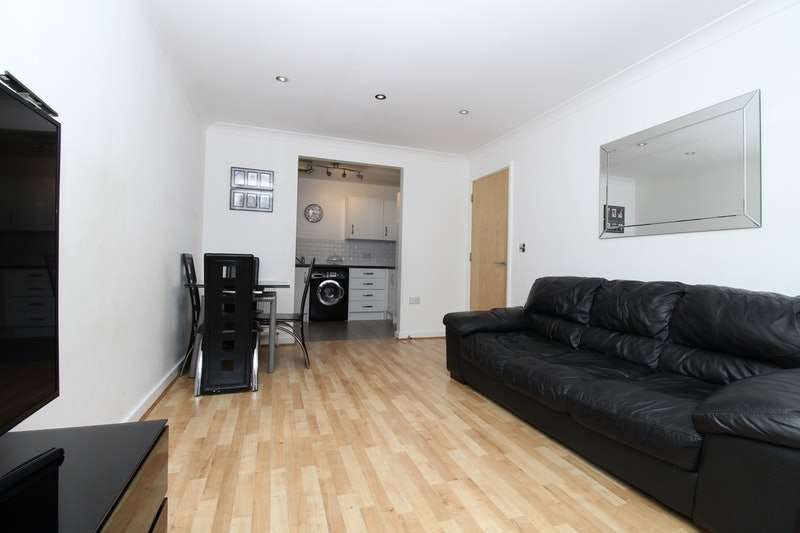 2 Bedrooms Flat for sale in Atlas Crescent, Edgware, Middlesex, HA8