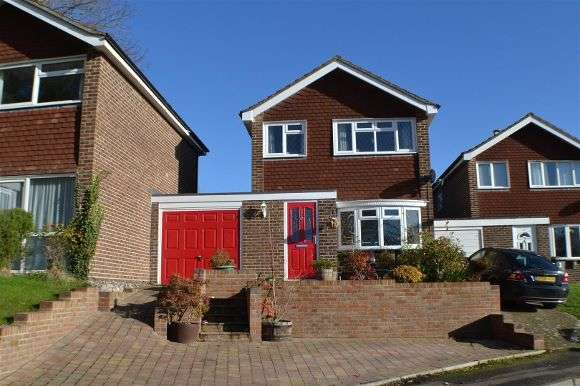 3 Bedrooms Detached House for sale in Ambrose Road, Tadley