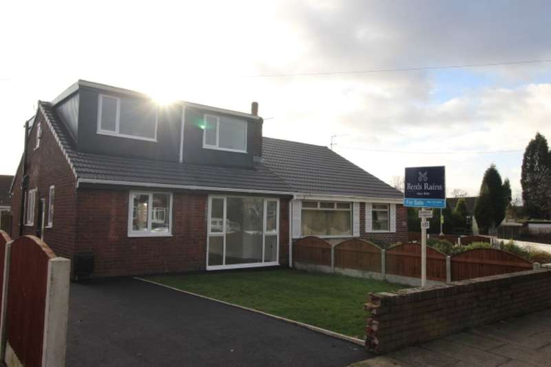4 Bedrooms Semi Detached Bungalow for sale in Windmill Lane, Denton, Manchester, M34