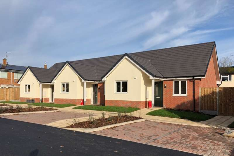 2 Bedrooms Bungalow for sale in Gower Place, Oswestry, SY11