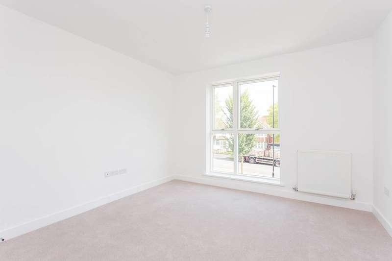 4 Bedrooms House for sale in Petts Hill, Northolt, Northolt, UB5