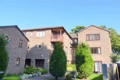 2 Bedrooms Property for rent in Croft Avenue East, Bromborough