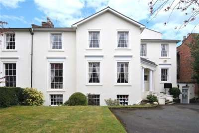 2 Bedrooms Flat for rent in Binswood Avenue