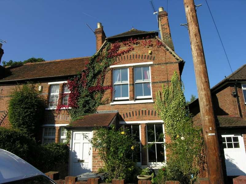 2 Bedrooms Cottage House for sale in Mill Lane, Windsor, SL4