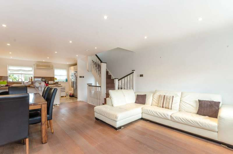 3 Bedrooms House for sale in Ribblesdale Avenue, Friern Barnet, N11