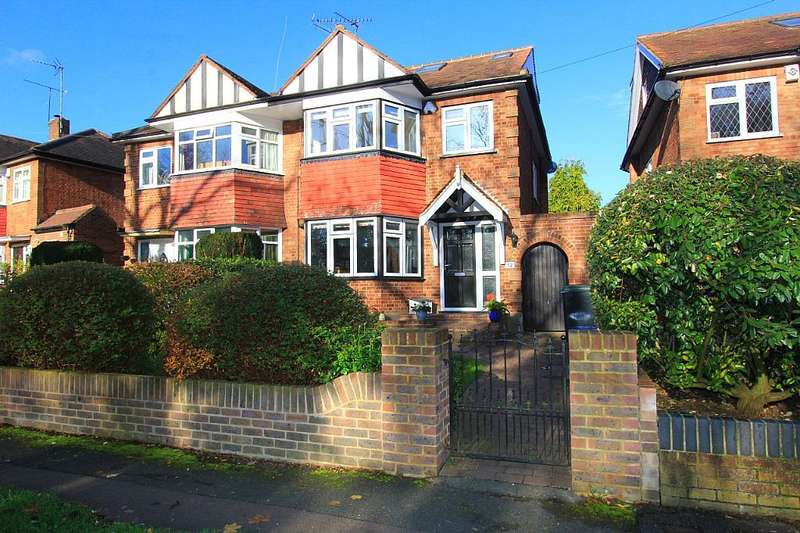 4 Bedrooms Semi Detached House for sale in Stewards Green Road, Epping, Essex, CM16 7BX
