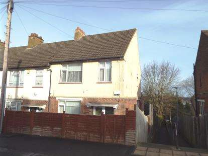 3 Bedrooms End Of Terrace House for sale in Corncastle Road, Luton, Bedfordshire