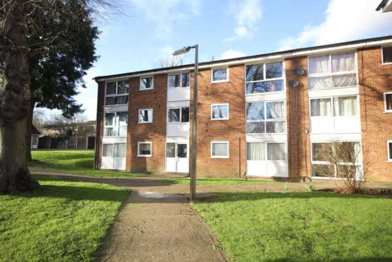 2 Bedrooms Apartment Flat for sale in SPACIOUS and WELL PRESENTED 2 BED GROUND FLOOR apartment with NO UPPER CHAIN