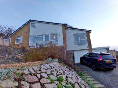3 Bedrooms Bungalow for sale in Plas Gwilym, Old Colwyn, Conwy, LL29