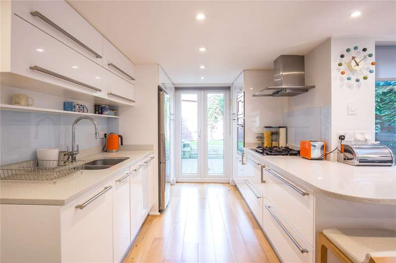 4 Bedrooms Terraced House for sale in Hamilton Road, East Finchley, London, N2