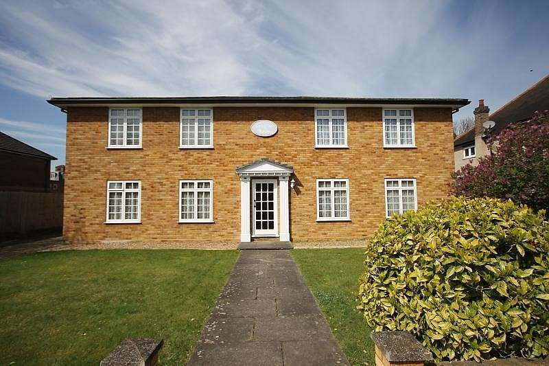 2 Bedrooms Flat for sale in Cortayne House, Parkland Grove, Ashford, TW15