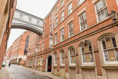 2 Bedrooms Flat for sale in Houndsgate Court, Houndsgate, Nottingham, Nottinghamshire