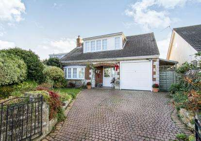 4 Bedrooms Bungalow for sale in Queens Park, Bournemouth, Dorset