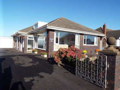 2 Bedrooms Bungalow for sale in Kilgrimol Gardens, Lytham St Annes, Lancashire, England, FY8