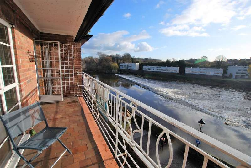 3 Bedrooms Flat for rent in City Walls, Chester