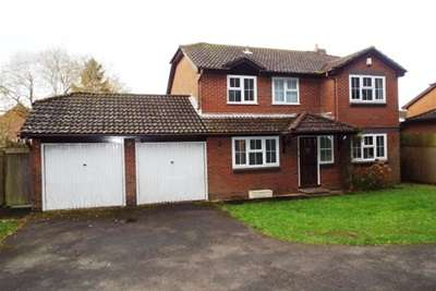 4 Bedrooms Detached House for rent in Waltham Chase