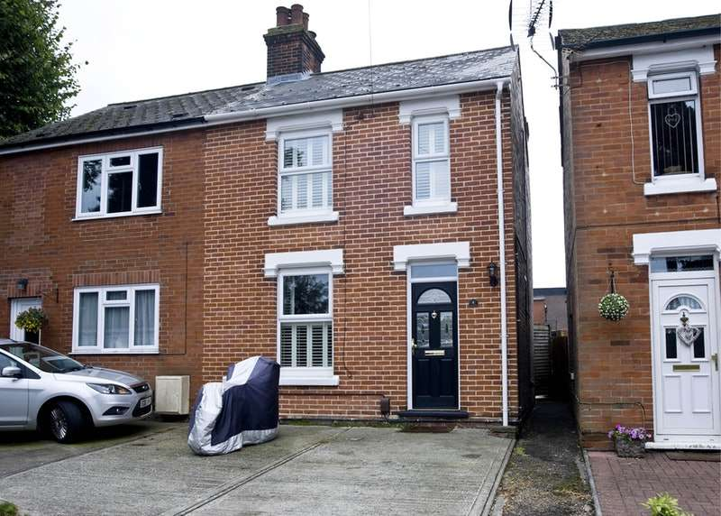 2 Bedrooms Semi Detached House for sale in Halstead Road, Colchester, Essex, CO3