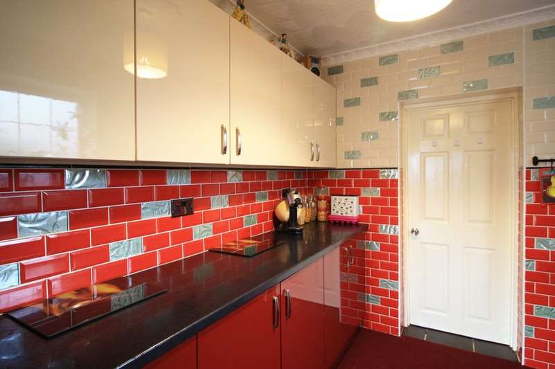 2 Bedrooms Semi Detached House for sale in Leighton Road, Bilston, West Midlands, WV14