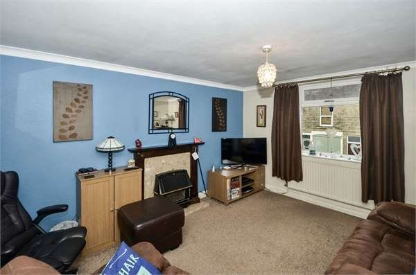 2 Bedrooms Flat for sale in Station Road, Hadfield, Glossop, Derbyshire