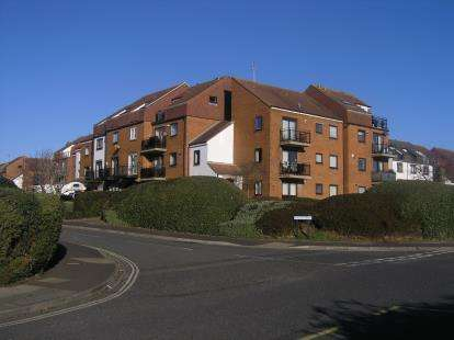 3 Bedrooms Flat for sale in Southsea, Hampshire, United Kindom