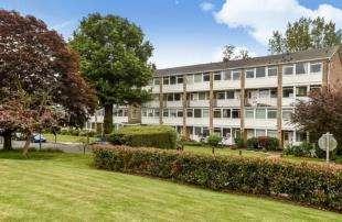 3 Bedrooms Maisonette Flat for sale in Tarnwood Park, Eltham, London, .