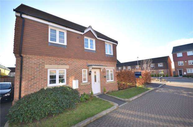 3 Bedrooms Semi Detached House for sale in The Robins, Bracknell, Berkshire