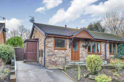 2 Bedrooms Bungalow for sale in The Moorings, Burnley, Lancashire, BB12
