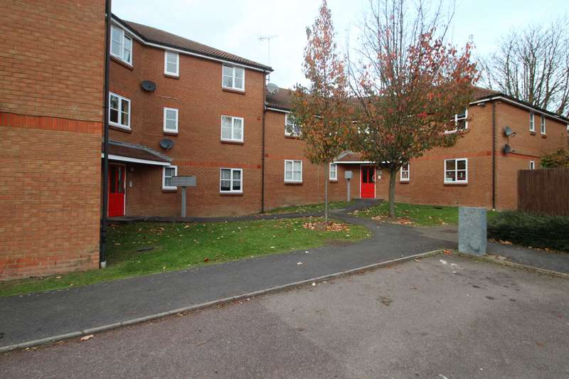 2 Bedrooms Apartment Flat for sale in NO CHAIN! 2 BED 1st FLOOR APARTMENT with 2 BATHROOMS & PARKING