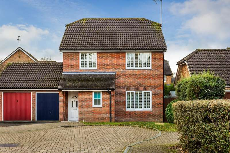 3 Bedrooms Semi Detached House for sale in Park Farm Close, Horsham