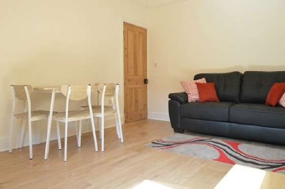 3 Bedrooms End Of Terrace House for rent in Albany Road, Hartshill, Stoke-On-Trent