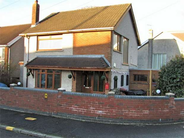 3 Bedrooms Detached House for sale in Kenway Avenue, Neath, West Glamorgan