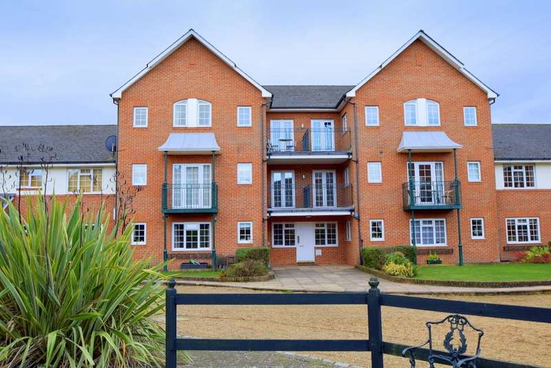 2 Bedrooms Flat for sale in Knights Place, Windsor, SL4