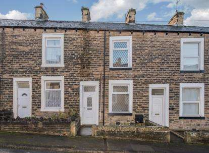 2 Bedrooms Terraced House for sale in Albion Street, Earby, Barnoldswick, Lancashire, BB18