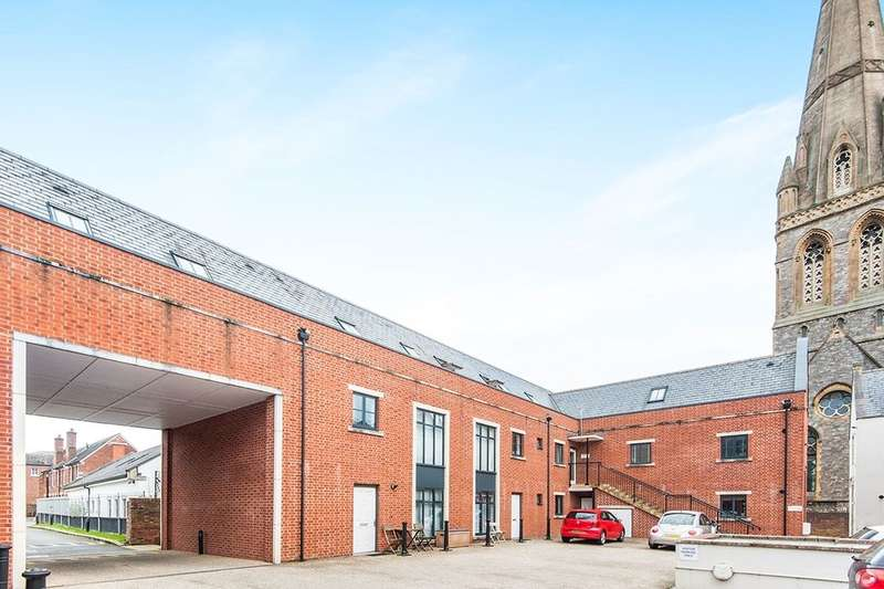 3 Bedrooms Flat for sale in Mount Dinham Court, Exeter, EX4