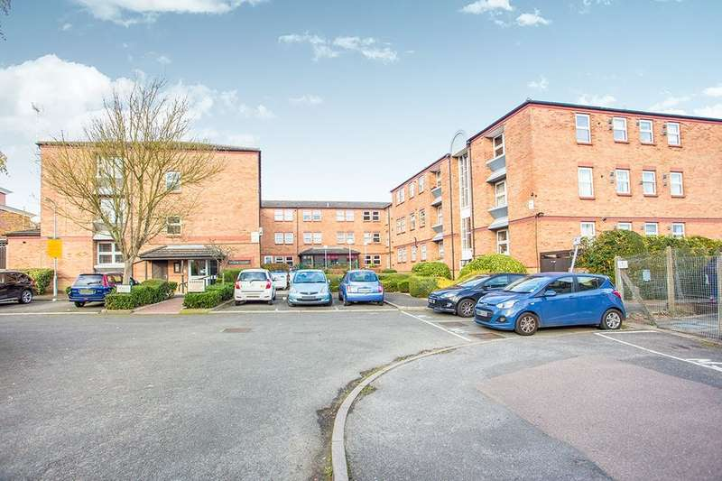 2 Bedrooms Flat for sale in Lower High Street, Watford, WD17