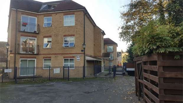 2 Bedrooms Flat for sale in Compass Lane, Bromley, Kent