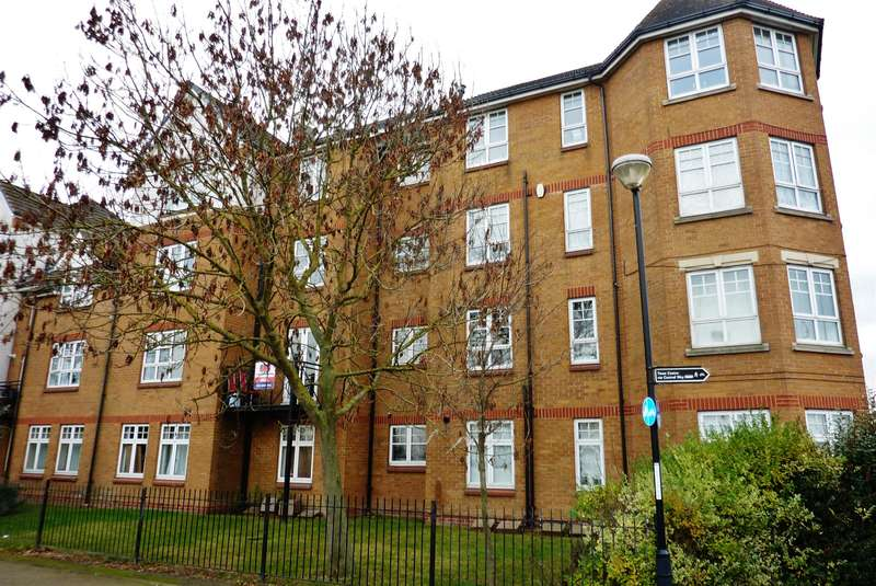 2 Bedrooms Ground Flat for sale in Greenhaven Drive, Thamesmead, London, SE28 8FY