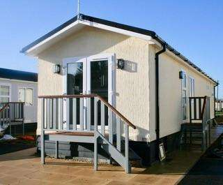 1 Bedroom Park Home Mobile Home for rent in Milestone Road, Carterton, OX18 3RT