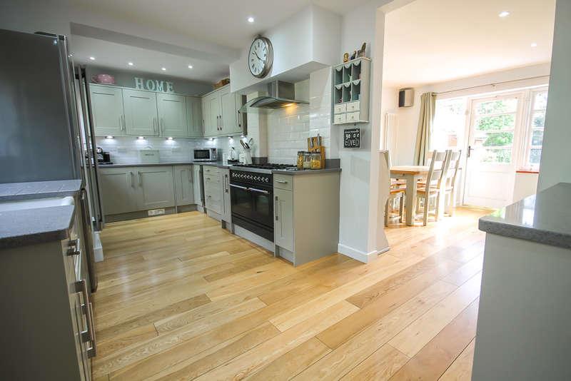 4 Bedrooms Detached House for sale in Copthorne Road, Felbridge