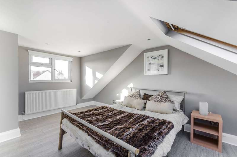 3 Bedrooms Flat for sale in Aberfoyle Road, Streatham Common, SW16