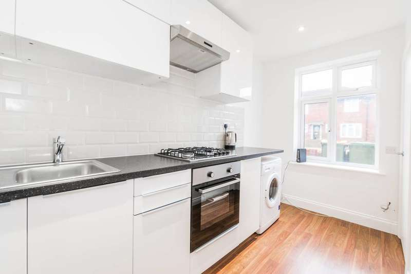 2 Bedrooms End Of Terrace House for sale in Godbold Road, West Ham, E15
