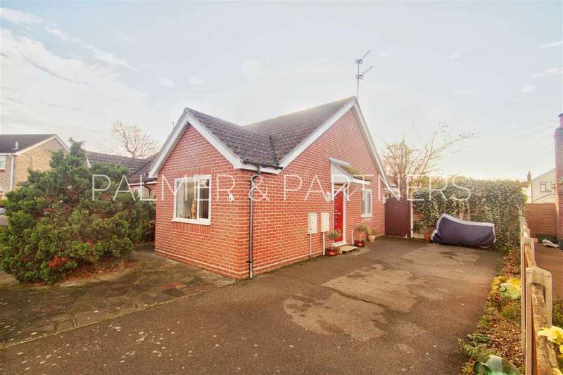 2 Bedrooms Bungalow for sale in Cornflower Close, Stanway, Colchester