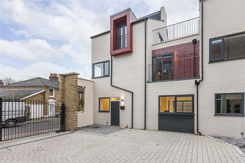 4 Bedrooms Semi Detached House for sale in 1 Huntley Close, London, SE10