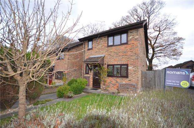 3 Bedrooms Link Detached House for sale in Shaftesbury Mount, Blackwater, Surrey26 Shaftesbury M