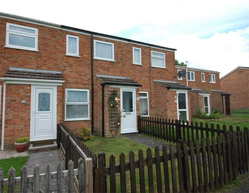 2 Bedrooms Terraced House for sale in Redland Way, Aylesbury, HP21