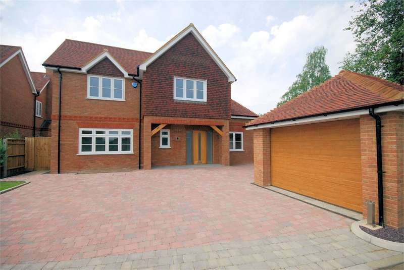 4 Bedrooms Detached House for sale in Plough Orchards, Weston Turville, HP22