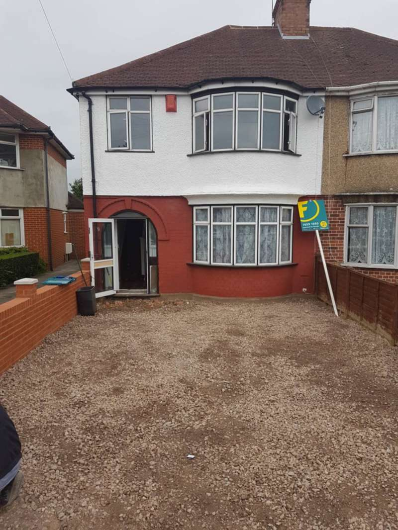 3 Bedrooms Semi Detached House for rent in Durham Avenue, Heston, TW5