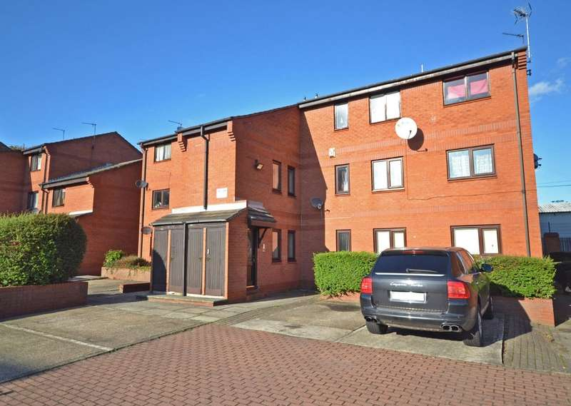 2 Bedrooms Ground Flat for sale in Dickinson Court, Wakefield