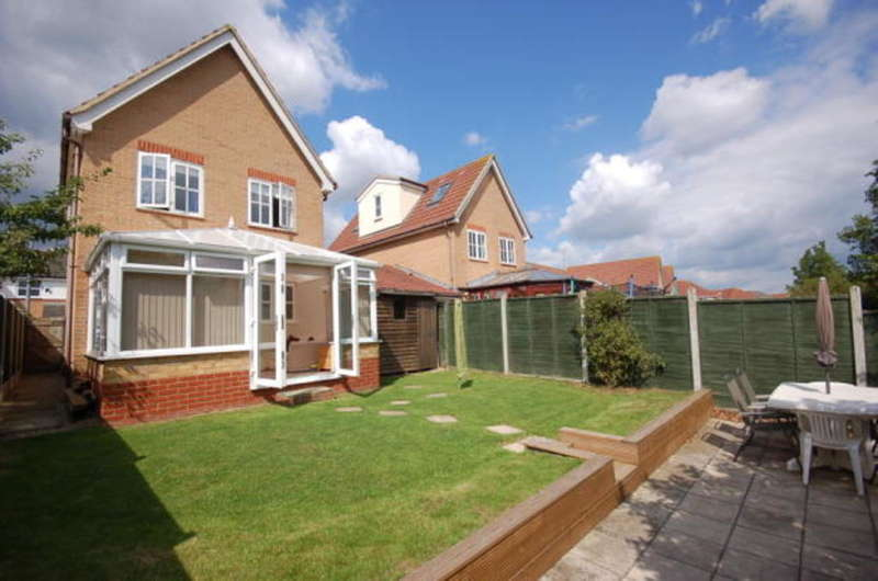 3 Bedrooms Detached House for sale in Bridport Way, Kings Park, Braintree, CM7